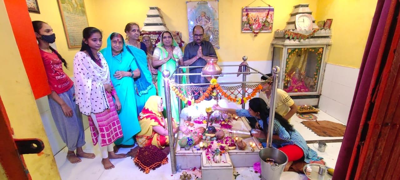 Meghnagar News- मेघनगर श्रावण माह के दूसरे सोमवार पर शिवालयों में उमड़ी श्रद्धालुओं की भीड़