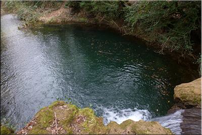 Pequeña poza en el río Inglares