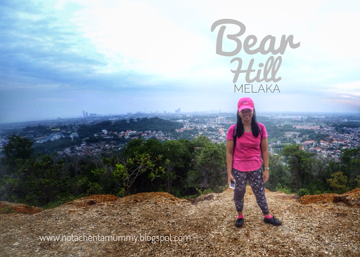 Mummy Disepara Puncak Bukit Beruang Kat Belakang Tu Adalah Pemandangan Keseluruhan Negeri Melaka Tapi Nampak Bangunan Je Banyak Rumah