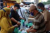 Komunitas SATU HATI Bagi Takjil di Hari Ke-5, Himbau Warga Jaga Kesehatan