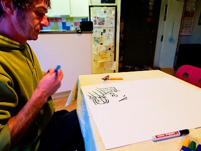 Pep Pérez pintant cobertes