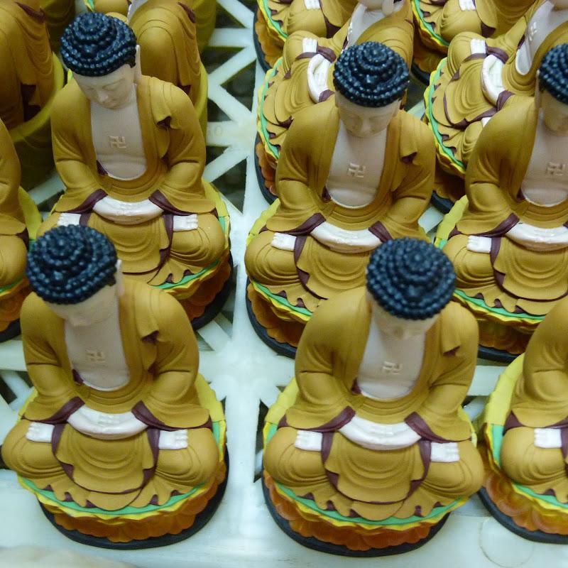 Puli. Divers et Golden Buddha.J 12 - P1170429.JPG