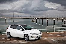 2013-Toyota-Auris-6