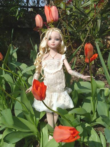 THEME DU MOIS DE MARS 2013 : le printemps, le renouveau, les balades dans la nature - Page 2 LaceItUp%2520au%2520jardin-01