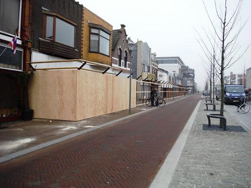2015b  10 april afzeting wordt gezet voor sloop panden Beatrixstraat.jpg
