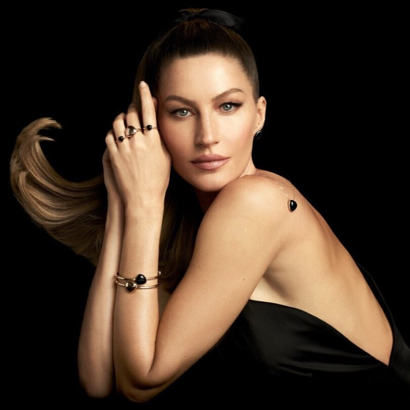 Gisele Bundchen appears in Vivara Christmas 2020 jewelry campaign.