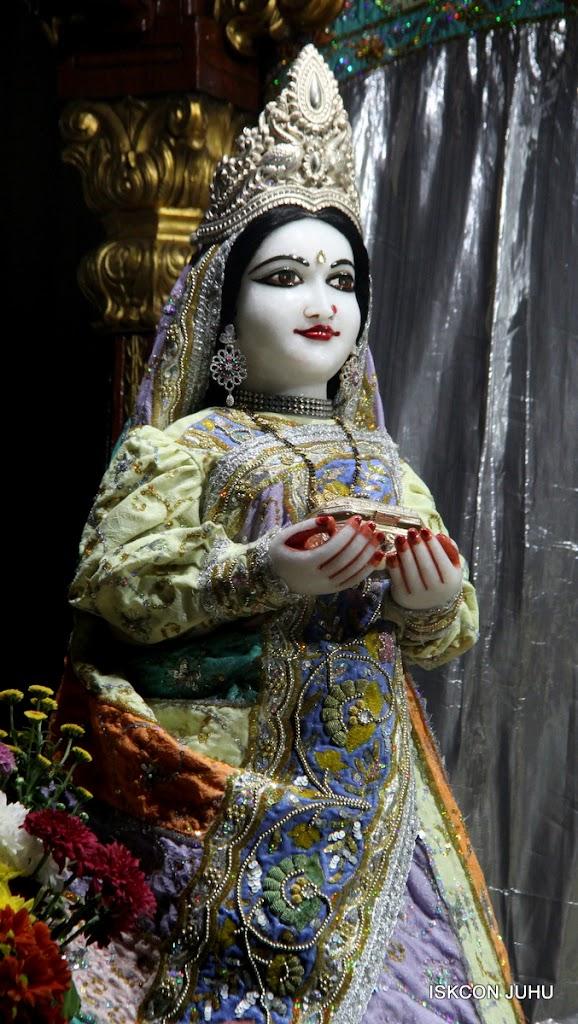 ISKCON Juhu Mangal Deity Darshan on 5th Aug 2016 (13)