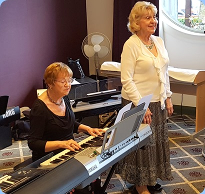 Diane Lyons playing her Yamaha PSR3000 with Margaret Black singing.