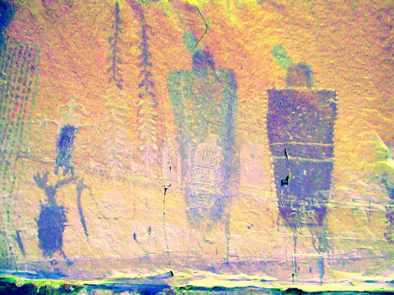 Interesting mix of petroglyphs and pictographs (DStretch enhanced)