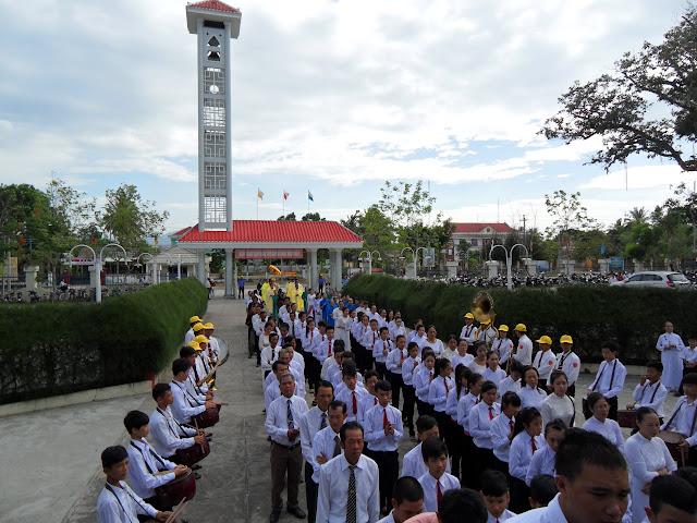 Hình ảnh Đức Giám Mục Giáo phận ban phép thêm sức - làm phép nhà Giáo lý và nhà máy nước tại Giáo xứ Vinh Trang