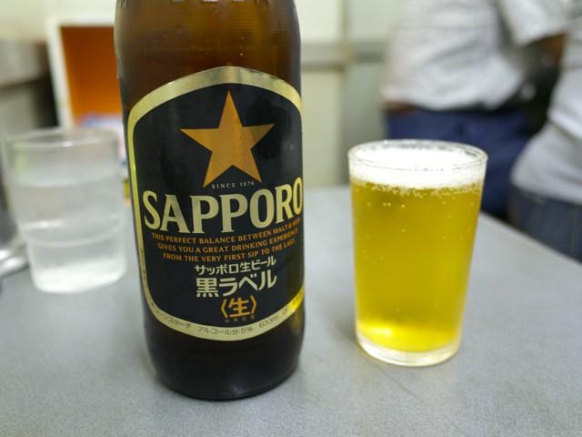 キンキンに冷えたグラスに注いだビール