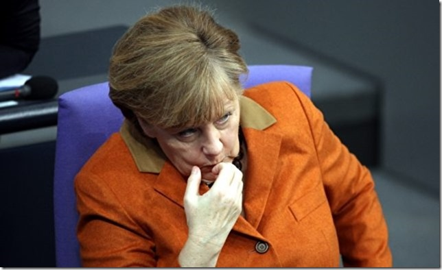 Merkel Fingernägel kauen