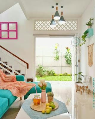 Desain ruang keluarga bawah tangga