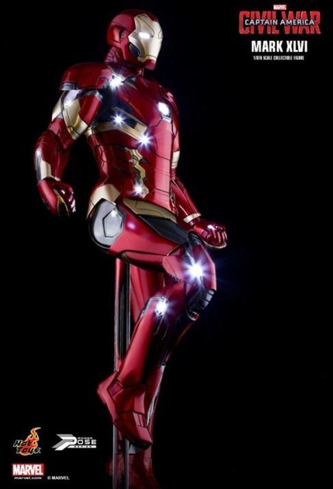 Hot-Toys-Captain-America-Civil-War-Iron-Man-46-Figure-right