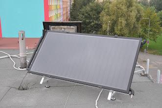 Photo: Solární panel na střeše školy.