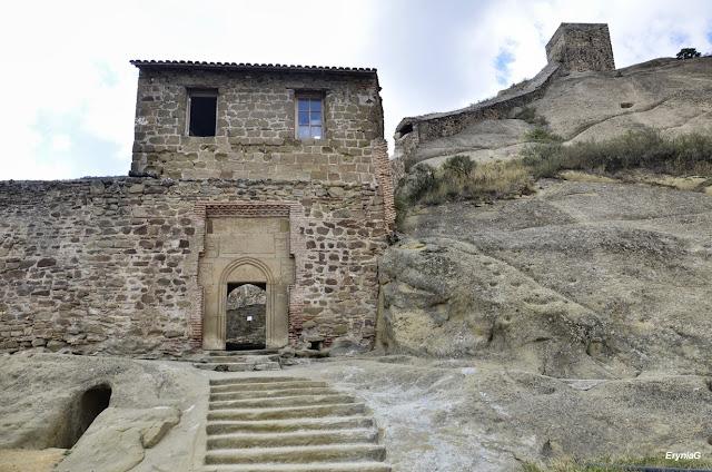 klasztor imiasto wskałach