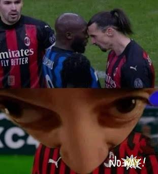 Zlatan gegen Lukaku kämpfen auf dem Feld @ Derby Milan gegen Inter, lustiger Fotokampf zwischen Zlatan Ibrahimovic und Romeru Lukaku
