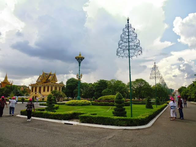 парк в королевском дворце. Пномпень
