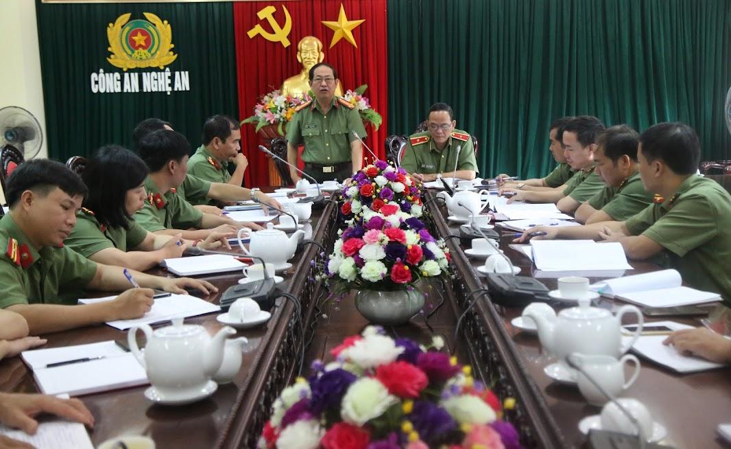 Đồng chí Đại tá Nguyễn Tiến Dần, Phó Giám đốc Công an tỉnh phát biểu tại buổi làm việc