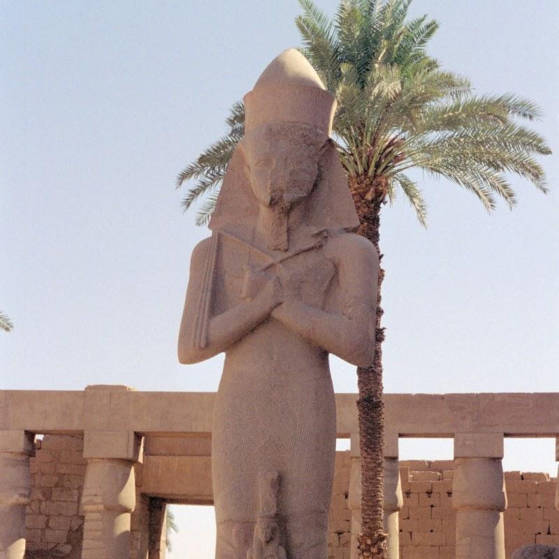 Luxor_05 Karnak Temple Statues.jpg