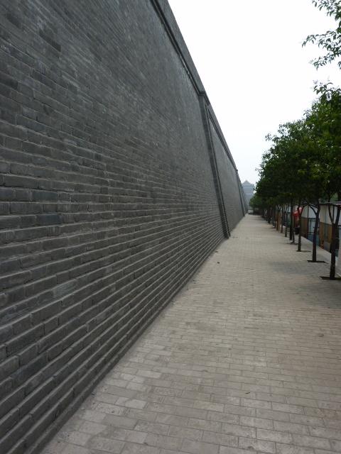 Xi AN, une vieille ville !!!  Mur d enceinte de Xi An, 14 kilomètres de périmètre. A l intérieur, tout est neuf à de rarissimes exceptions