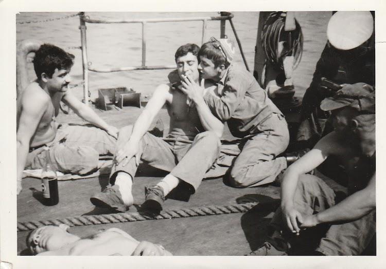 Vida a bordo del GUADALHORCE. Foto remitida por Manolo Perez. Nuestro agradecimiento.jpg