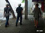 Lors de la guerre civile en Thailande, aux scènes de chaos s'ajoutent les scènes les plus surréalistes