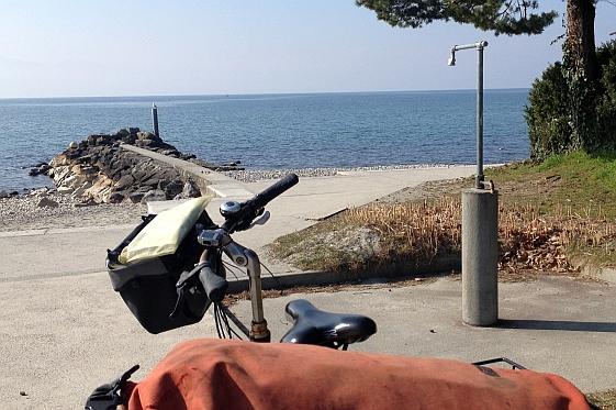 Genfer See bei Lausanne im Frühjahr mit Fahrrad