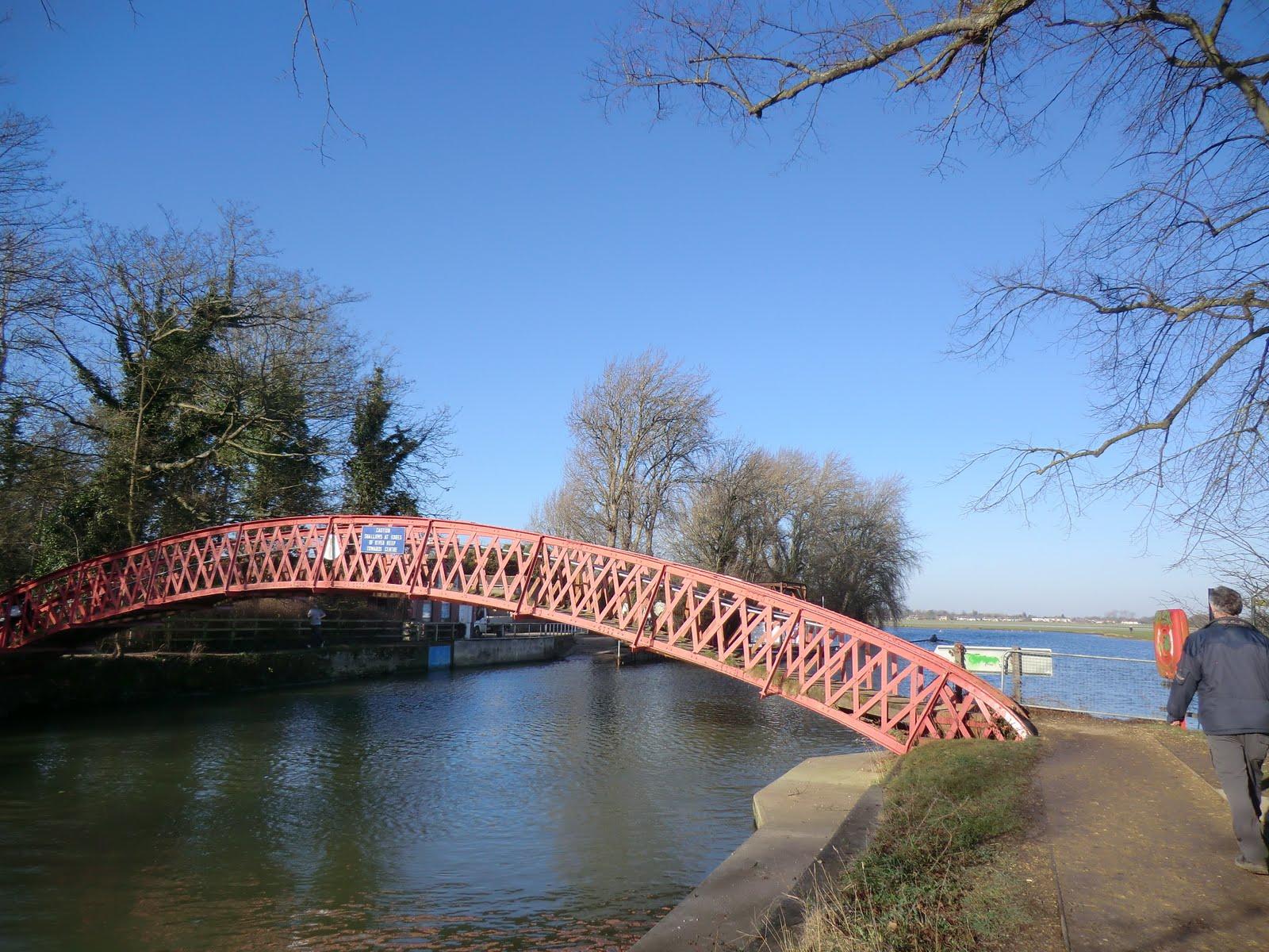 CIMG1505 Footbridge over the River Isis