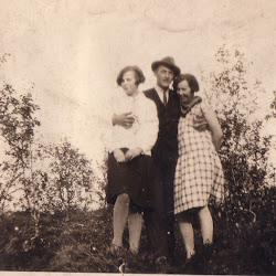 Mamma pappa og en av søstrene til mor