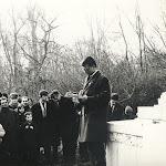 086-1965-ben beszéd a pozsonyi Petőfi-szobor előtt.jpg