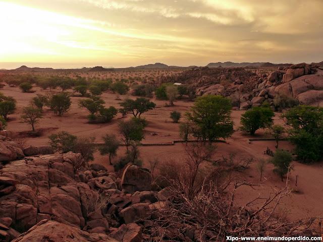 paisaje-twyfelfontain-namibia.JPG