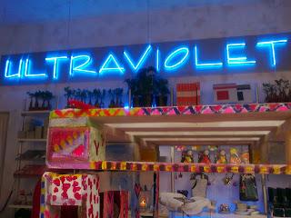 insegna ultraviolet shop