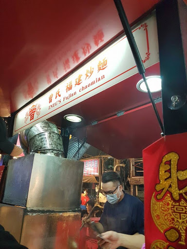 Fried noodle stall at Rui Feng Night Market in Kaohsiung