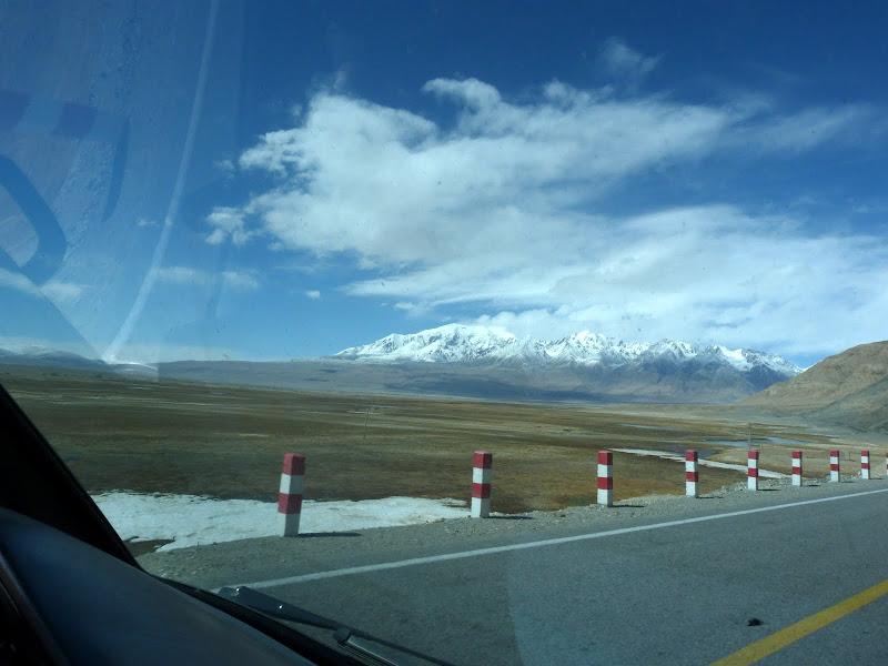 XINJIANG. Karakoram Highway, lune des plus haute route au monde, en passant a 4400 m - P1280556.JPG