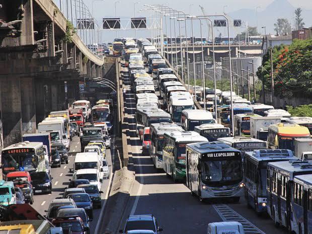 Motoristas do Uber e 99 entre outros vão fazer um inferno a vida do trabalhador, vão fechar Av Brasil e deixar trabalhadores na rua sem consegui volta pra casa: saiba mais.