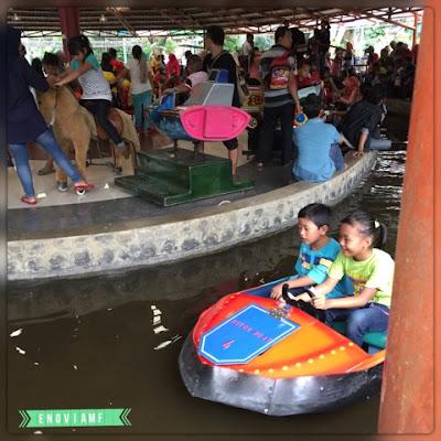 Permainan air dan arena bermain di Taman Topi