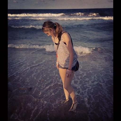Lora Taylor Photo 6