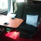 tafel en stoelen in de mercedes 0303 van Hummelinckstuurman