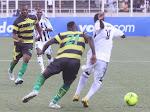 TP.Mazembe (Noire-blanc) contre AS-V. Club (vert-noire) le 15/04/2012 au stade des Martyrs à Kinshasa, score : 2-2. Radio Okapi/ Ph. John Bompengo