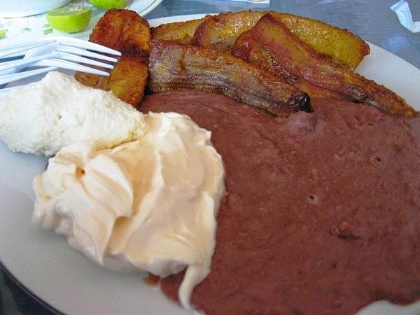 Desayuno típico Salvadoreño