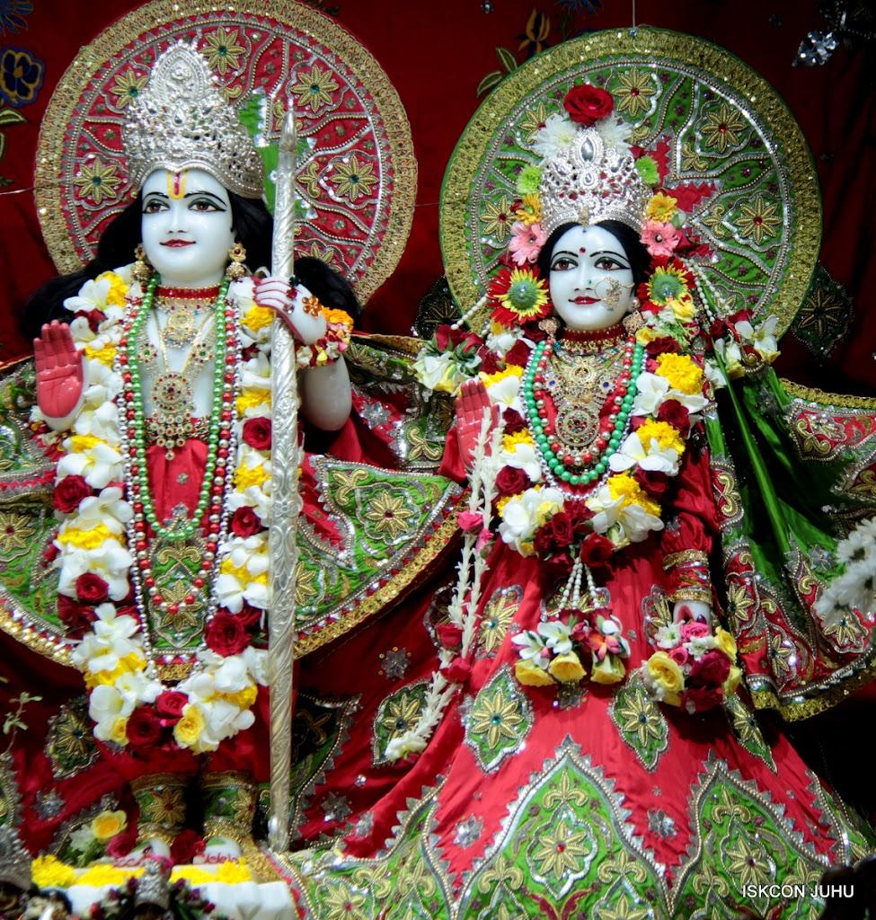 ISKCON Juhu Sringar Deity Darshan on 3rd May 2016 (24)