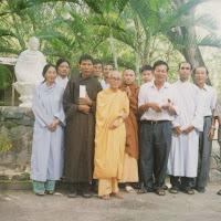 [T&C-030] Thầy và chúng nhân dịp sinh nhật lần thứ 77 (17/09/2004)
