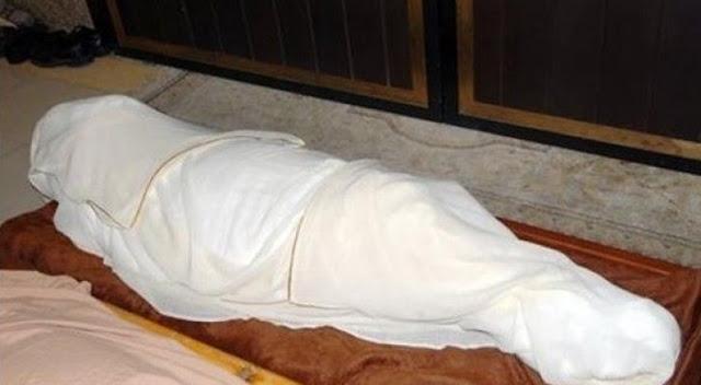 بالفيديو: شاب يستخرج جثّة والدته ليستعمل بصمتها في التزوير