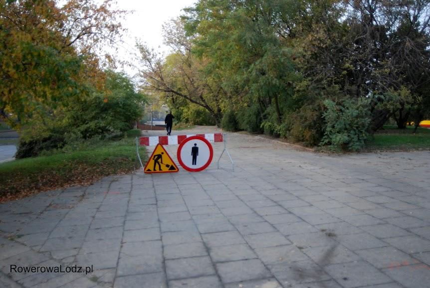 Na odcinku pod wiaduktem jest zakaz poruszania się pieszych