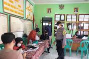 Kawal Vaksinasi warga Bhabin Pekiringan Polsek Kesambi Polres Ciko Monitoring Prokes Covid 19