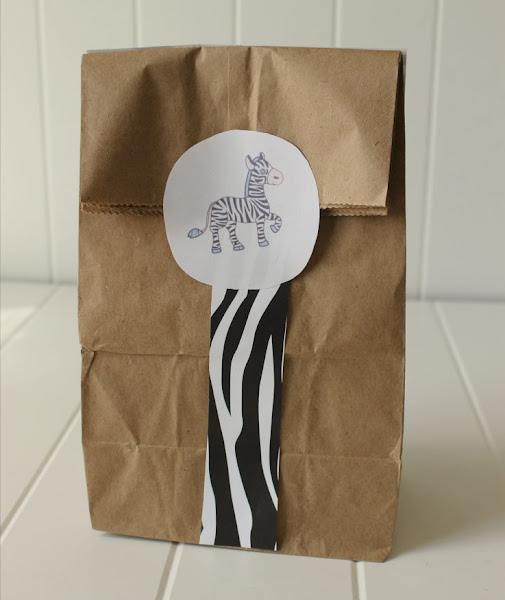 Easy DIY Safari-Themed Lunch Bags for your backyard safari! Just need animal-print scrapbook paper, a plain brown paper lunch bag, some glue or tape, scissors, and my free printables