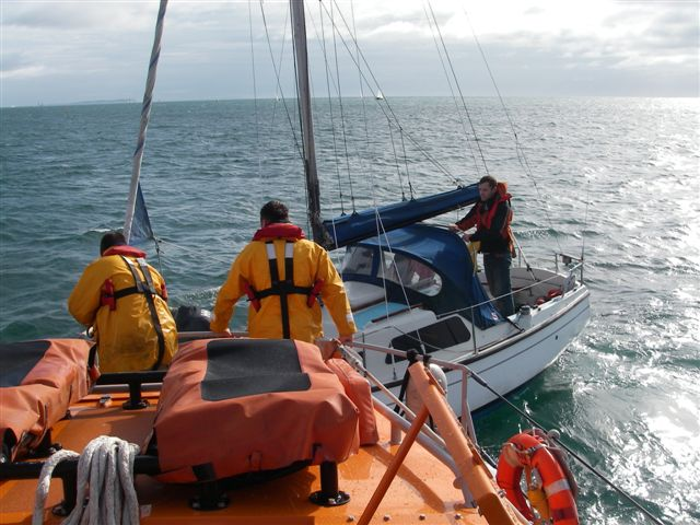9 October 2011 - The ALB crew prepare to set up a tow to the broken down yacht off Sandbanks