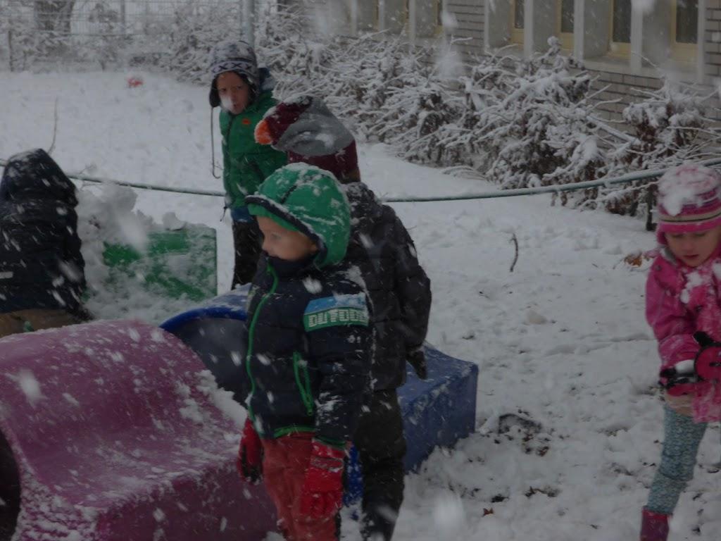 Spelen in de sneeuw - P1060672.JPG