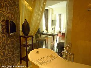 Photo: #013-La salle de bains du Sofitel Legend Métropole à Hanoï